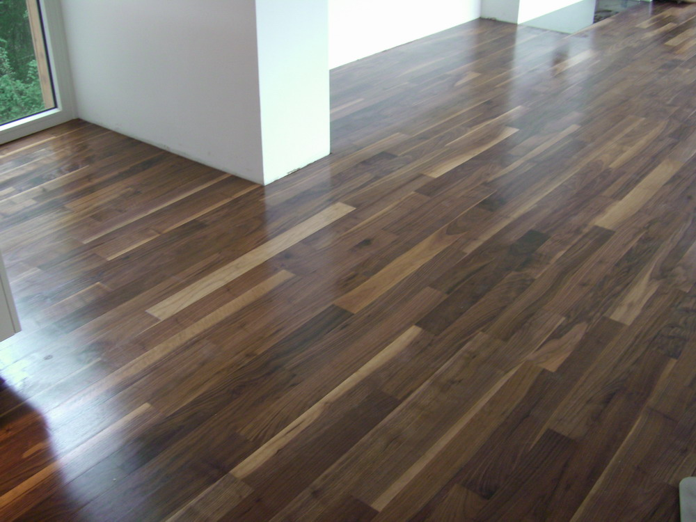 Walnut flooring pros and cons you should know the basic for Parquet hardwood flooring